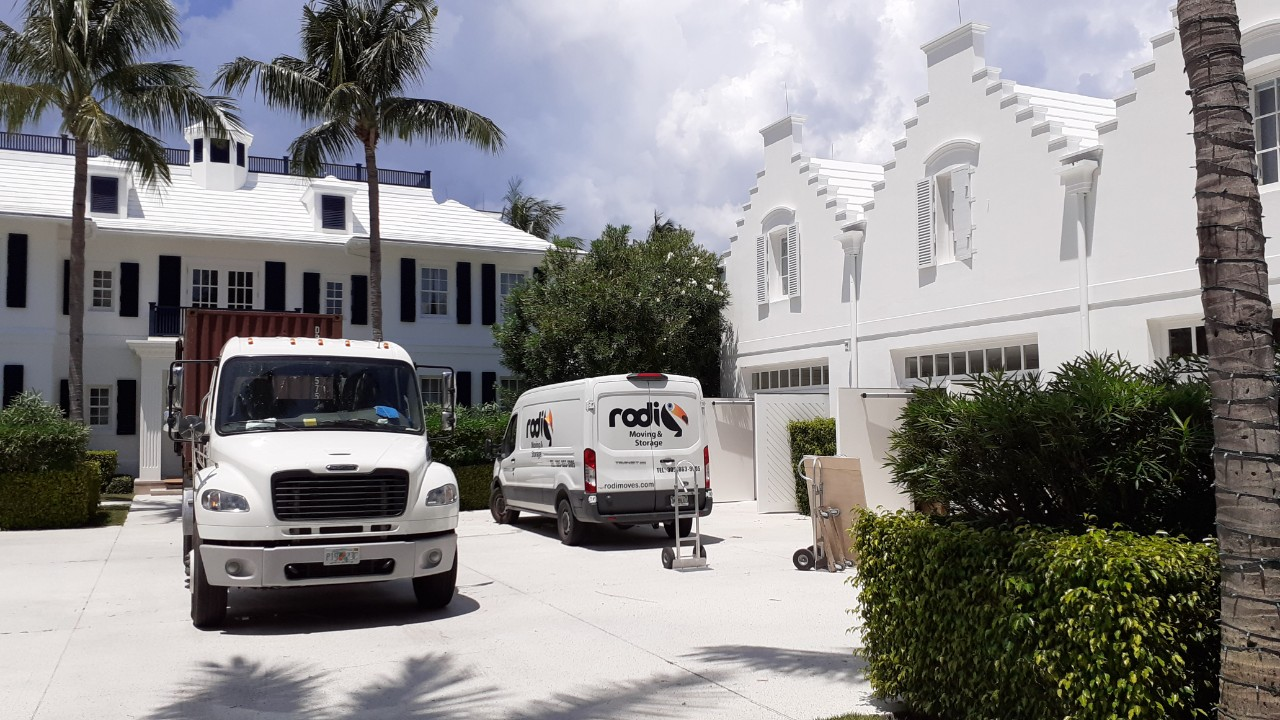 How Soon Should You Call The Movers For Your Moving Job?